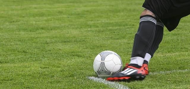 サッカーで足首固定のサポーターはザムストがいい?専用を使う意味とは?